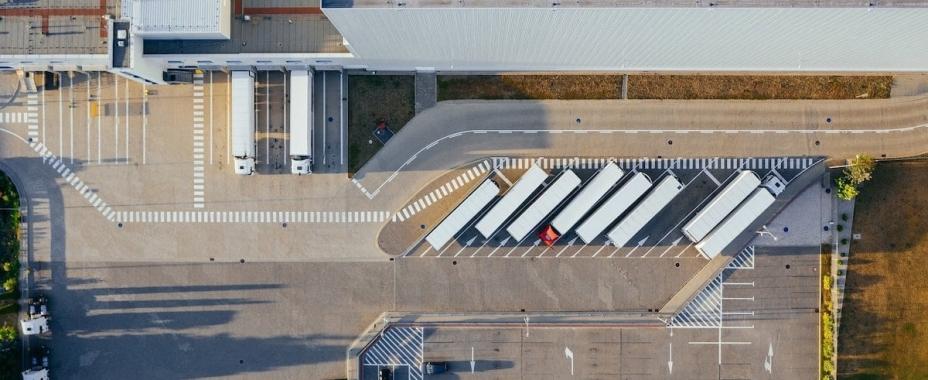 El crecimiento del puerto y los grandes operadores impulsan al sector inmologístico en Valencia